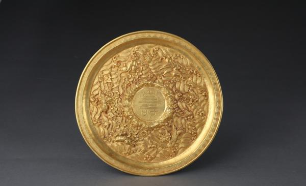 明代錾海水瑞兽纹金盘 首都博物馆藏