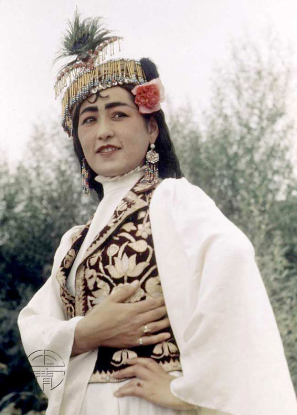 美国摄影师William Vandivert1943年拍下的新疆妇女