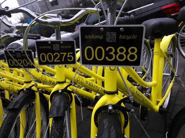 近日,在共享单车领域有两则消息引人关注:一是摩拜单车宣布完成超过6亿美元的新一轮融资,创下共享单车行业单笔融资最高纪录;一是正式运营仅仅5个月后,重庆的共享单车运营商悟空单车宣布退出市场。