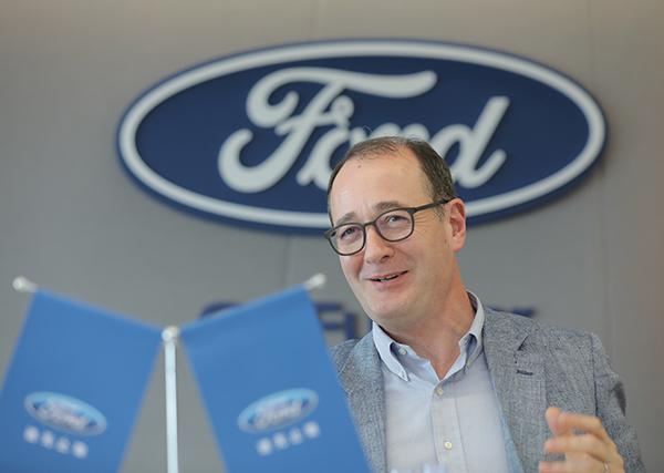 """非常爱笑的傅礼德堪称""""福将"""",因为他的任命于5月底宣布之后,福特中国6月就迎来了史上最高的单月销量,扭转了福特中国今年销量低迷的局面。"""