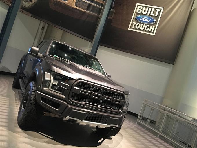 """福特全球市场总裁吉姆法利(Jim Farley)表示:""""福特F系列除了混动车型外,还将推出纯电动的车型""""。"""