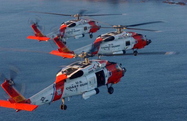 """资料图片:美海岸警卫队HH-60J""""坚鹰""""直升机编队。(图片来源于网络)"""