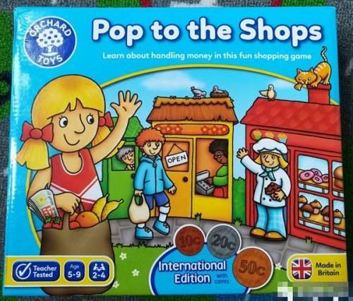 游戏规则也很简单,去买别人商店的商品,谁先集齐自己购物篮里的商品,谁就赢了。
