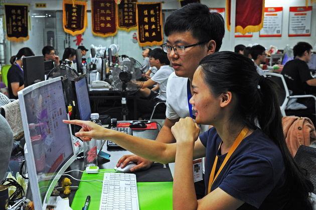 商务部:去年我国网络零售额突破9万亿 跨境电商零售同比增逾五成