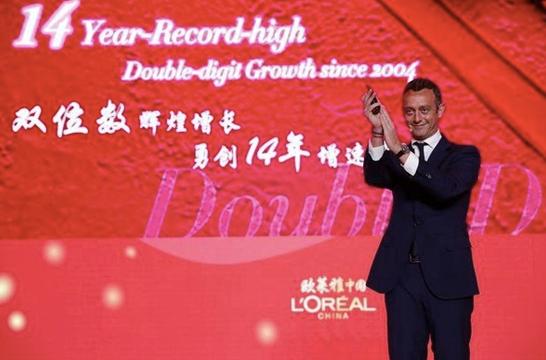 (图说:欧莱雅中国首席执行官斯铂涵近日晒出了其14年来业绩增长的最高峰——2018年,欧莱雅中国的业绩增速达到33%。)