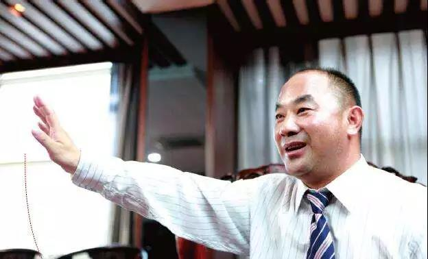 中国最低调的隐形富豪,揣着10块钱闯天下,3次豪赌成就700亿身价