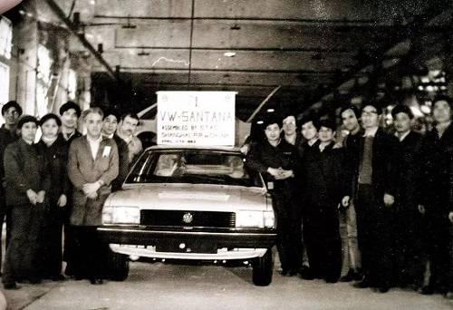 国内第一辆桑塔纳下线的照片很有名,但多数人不知道,这辆桑塔纳是进口CKD(Complete Knock-Down,全散件)组装的,一辆车装了一个星期。