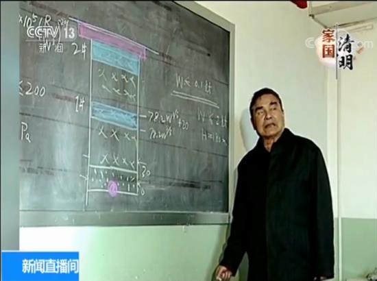 培养扶持年轻人是乔登江一直的心愿, 71岁时华东师范大学聘他为终身教授、博士生导师,讲台上一站又是十余年。