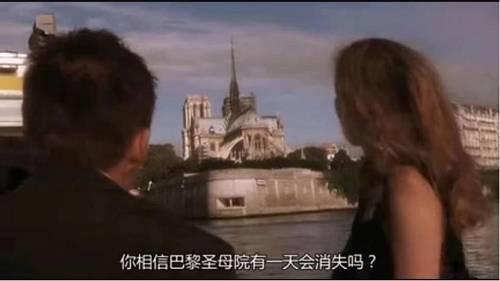 甚至在爱情电影中,圣母院作为巴黎永恒的地标,还成为了感情忠贞不渝的象征。不会有人真能想象,巴黎圣母院会有消失的一天。