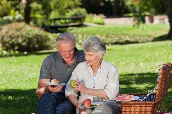 人口老龄化加剧,养老目标基金和养老保险到底谁才是你的菜?