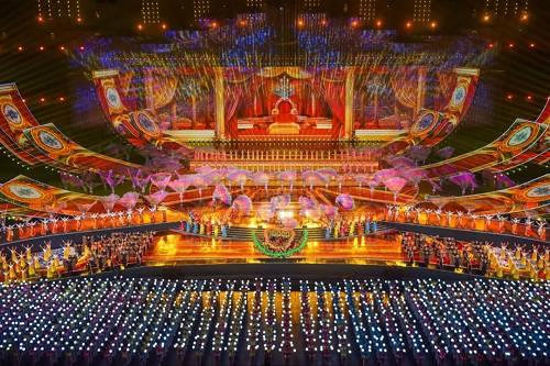 亚洲文化嘉年华精彩纷呈背后是演职、工程人员历时45天的辛勤付出借由一组数字让我们走进亚洲文化嘉年华台前幕后