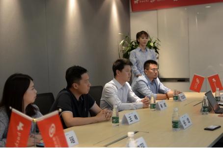 图注:神州数码终端战略本部副总经理朱斌出席签约仪式
