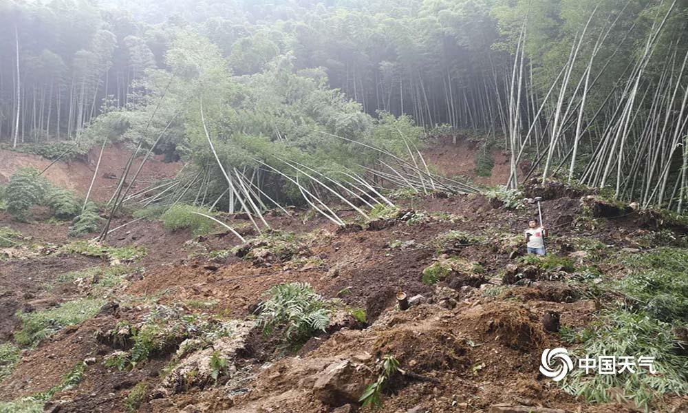 揪心!四川长宁震区持续降雨导致山体滑坡