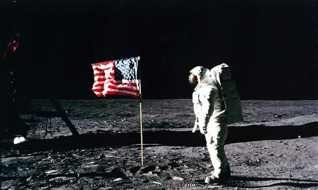 突然间人类好像都想重现登月梦想