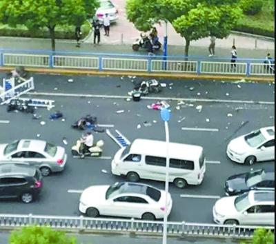 常州交通事故3死10伤