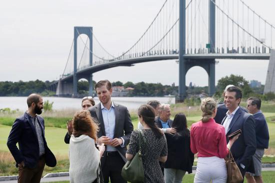 特朗普的高尔夫球场去年亏损12万美元 称都怪纽约市