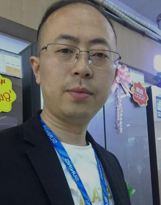 (图:重庆彭水苏宁扶贫实训店店长苏建军)