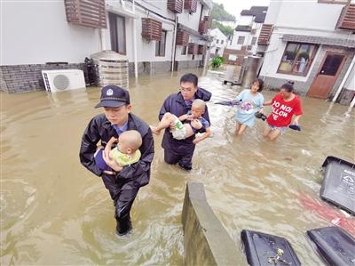 """台风""""利奇马""""来袭"""