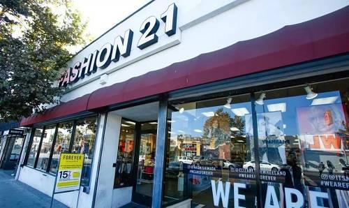 """这家名叫""""Fashion21""""的小店只有84平米,第一年的销售额就达到了70万美金!"""
