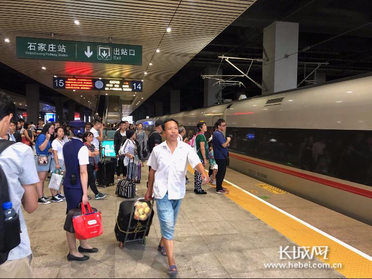 """【最提醒】国庆假期火车票开抢啦!""""拼假""""攻略看过来"""
