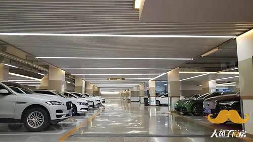 关于车,在1亿河南人民快速进城的同时,我们也发现郑州的一个亟待解决的问题。