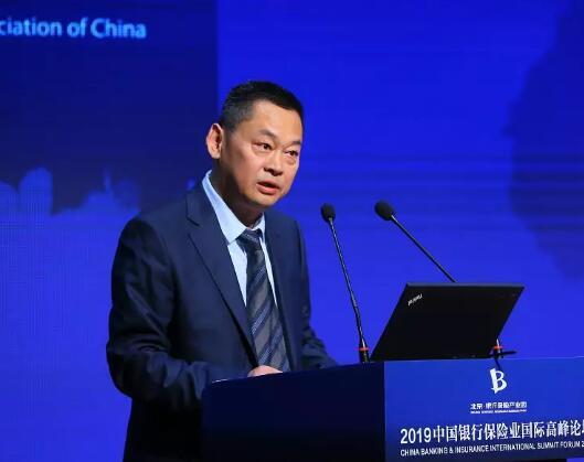 邢炜:力推金融科技 努力实现保险业的新旧动能转换