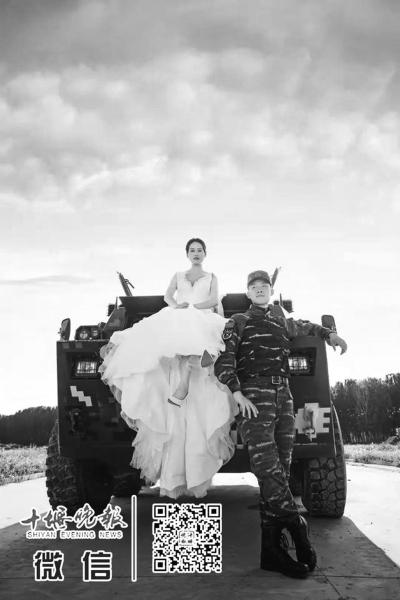 """""""军中模特""""婚礼如期举行"""