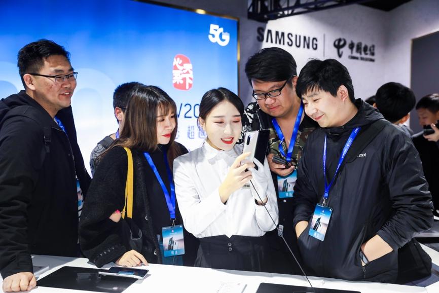 网络赚钱项目:三星电子携手中国电信发布心系天下三星W20 5G