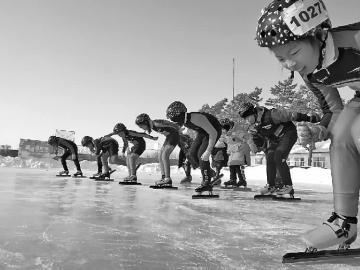 [转载]小学自制滑冰场学生们玩儿嗨了