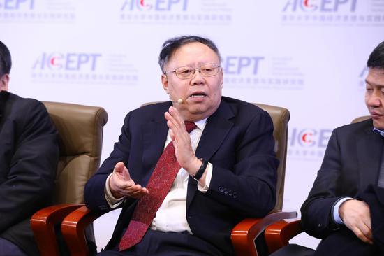 曹凤岐在演讲中表示,资本市场对中国改革起到一定作用,但是还不够。