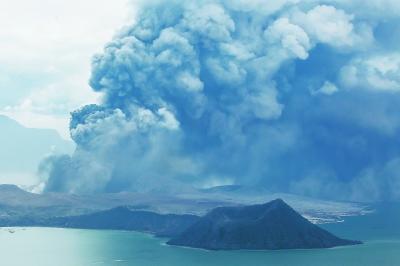 塔阿尔火山喷发 菲约1万居民疏散