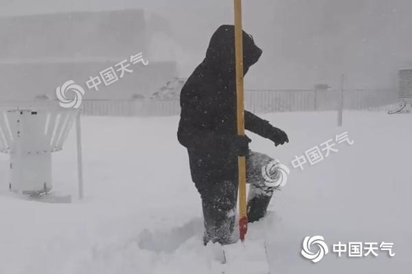 西藏聂拉木遭遇少有特大暴雪 降雪将持续至明天
