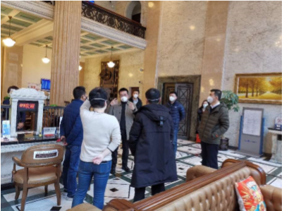 上海银行副行长黄涛现场与企业交流