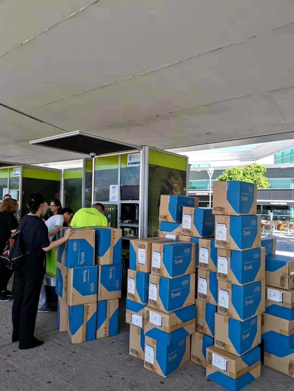 中行布宜诺斯艾利斯分行员工装运捐赠物资