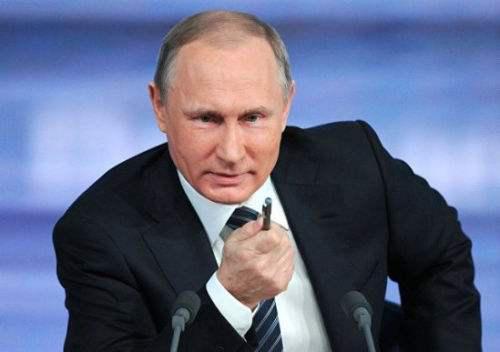 参考新闻网2月28日报道 法媒称,俄罗斯总统普京2月27日泄漏,曾有人湮没挑议为他招募替人,替他出席一些场相符,但被他否决——于是,他是真普京。