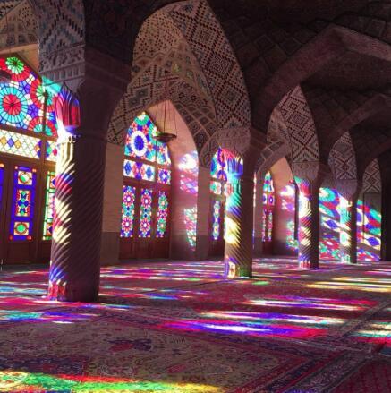 粉红清真寺的彩色玻璃