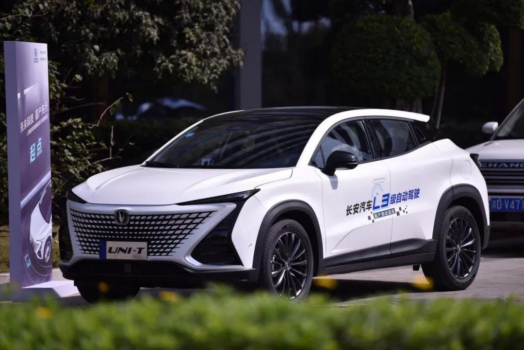 """中国汽车从""""驾驶辅助""""进入""""自动驾驶""""的新时代?长安汽车总裁亲测L3级自动驾驶"""