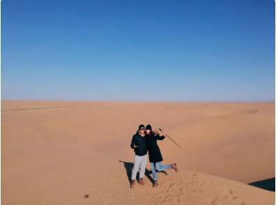Jarod在内蒙古乌兰布和沙漠
