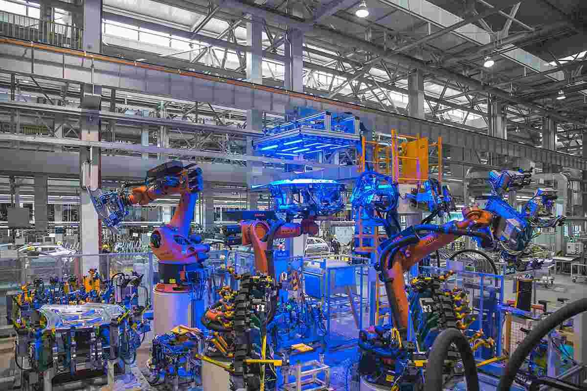 长安展示UNI-T生产基地 5月交付首批先享车辆
