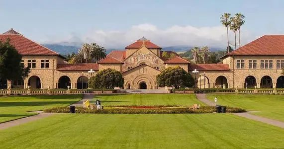 """疫情中的斯坦福大学如何在10天内转变为""""全面在线教育""""?专访斯坦福教育学院副院长"""