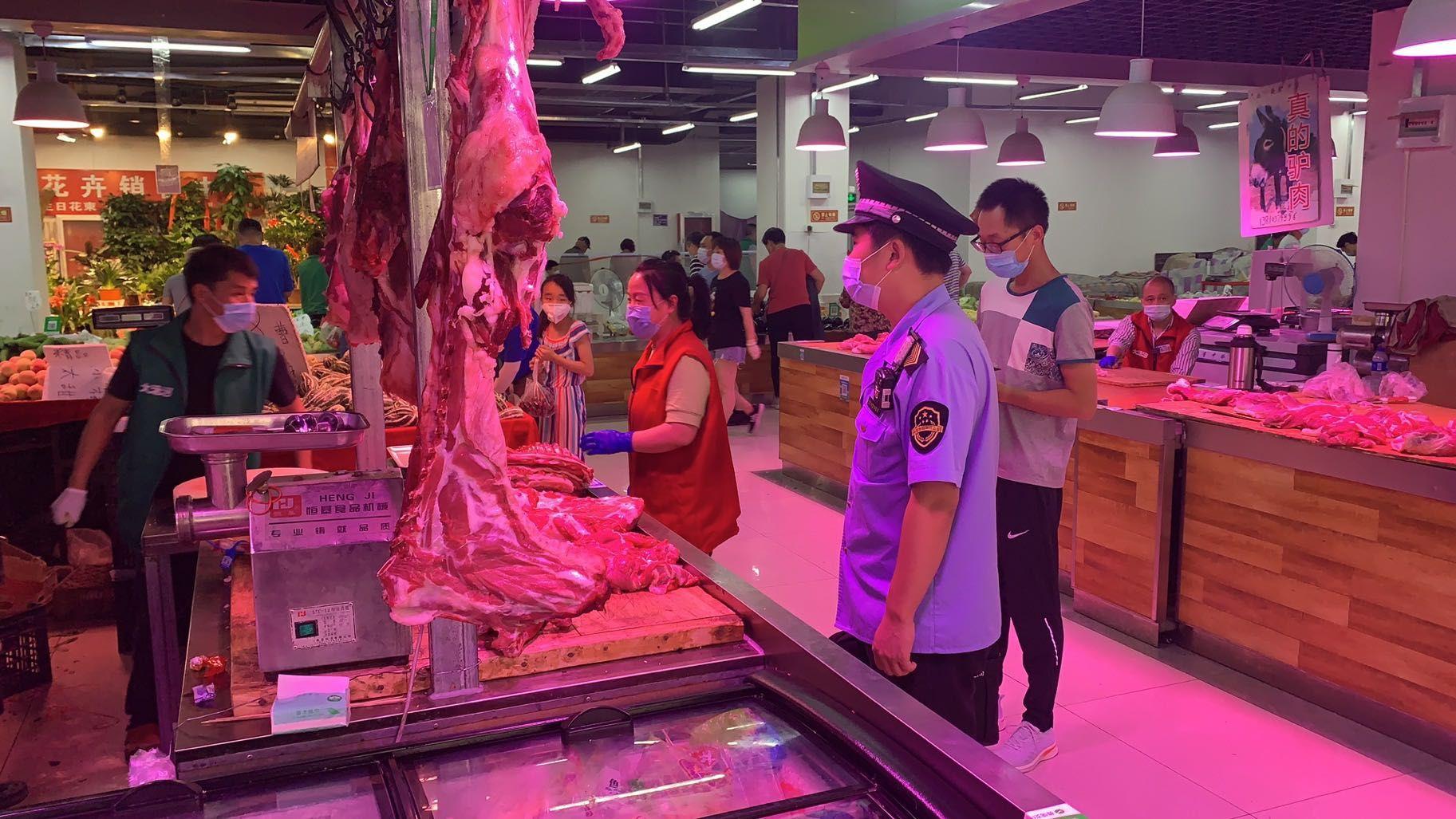 北京封存从新发地采购的肉类、海鲜,对销售场所环境采样