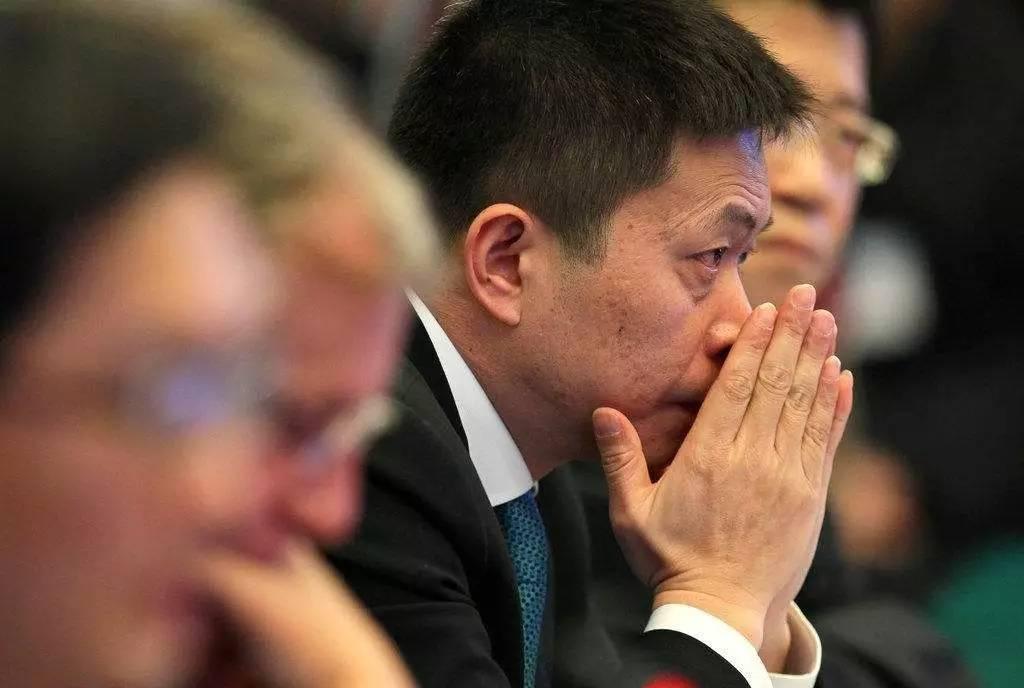 """曹国伟的不甘与新浪的不堪:微博""""拉闸""""减速 私有化能否成为救命良药?"""