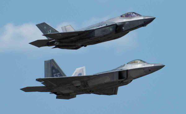 """美空军恢复举行大规模""""红旗""""军演 大批隐身战机参加"""