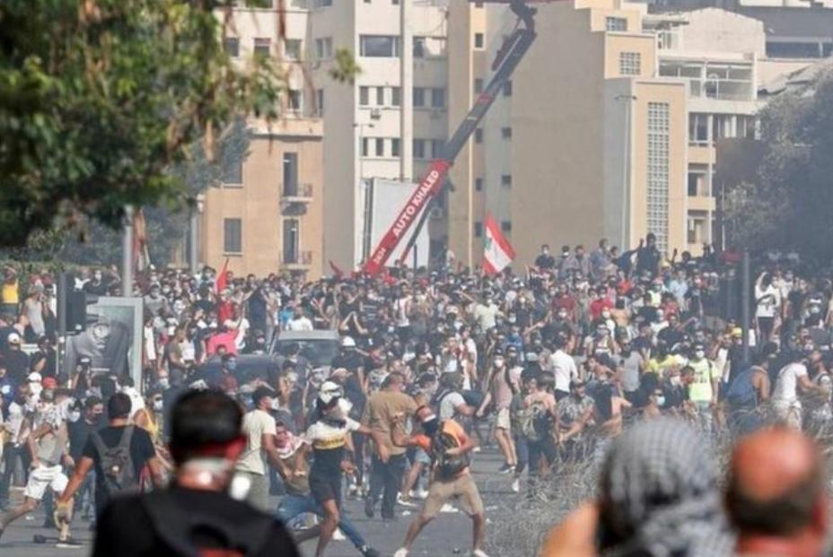 """黎巴嫩大爆炸引发大游行!1名警察死亡、200多人受伤,示威者大呼""""人民要推翻政权"""",大爆炸已造成超6000人受伤"""