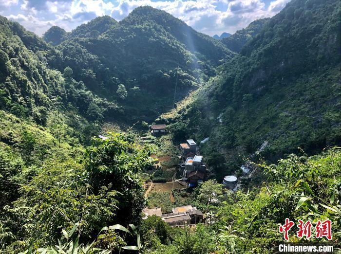 在广西瑶乡对话贫困生:每个人都有一份等待他(她)去挖掘的宝藏