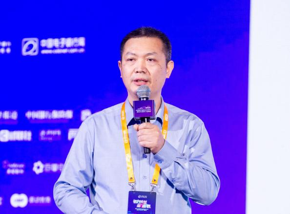 重庆农村商业银行电子银行部总经理张荣华