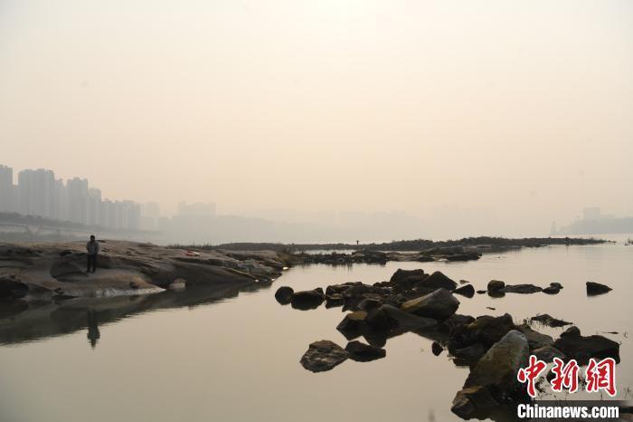重庆空气遭遇轻度污染 首要污染物PM2.5