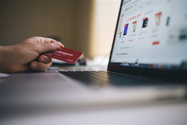 美国网购退货量飙升!退货率高达30%:为方便退货平台想出奇招