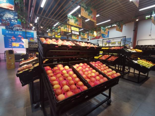图:宝能生鲜到家社区店店内售卖的水果蔬菜