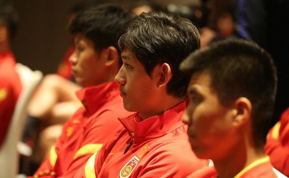 足协主席探望国足 要求国家队能征善战作风优良